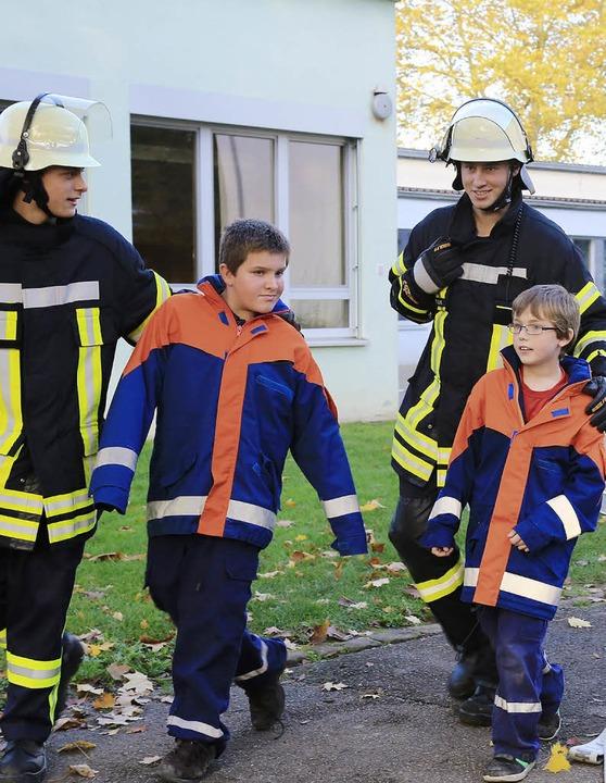 Gerettet: Feuerwehr hilft Mahlberger Schülern.  | Foto: Sandra Decoux-Kone