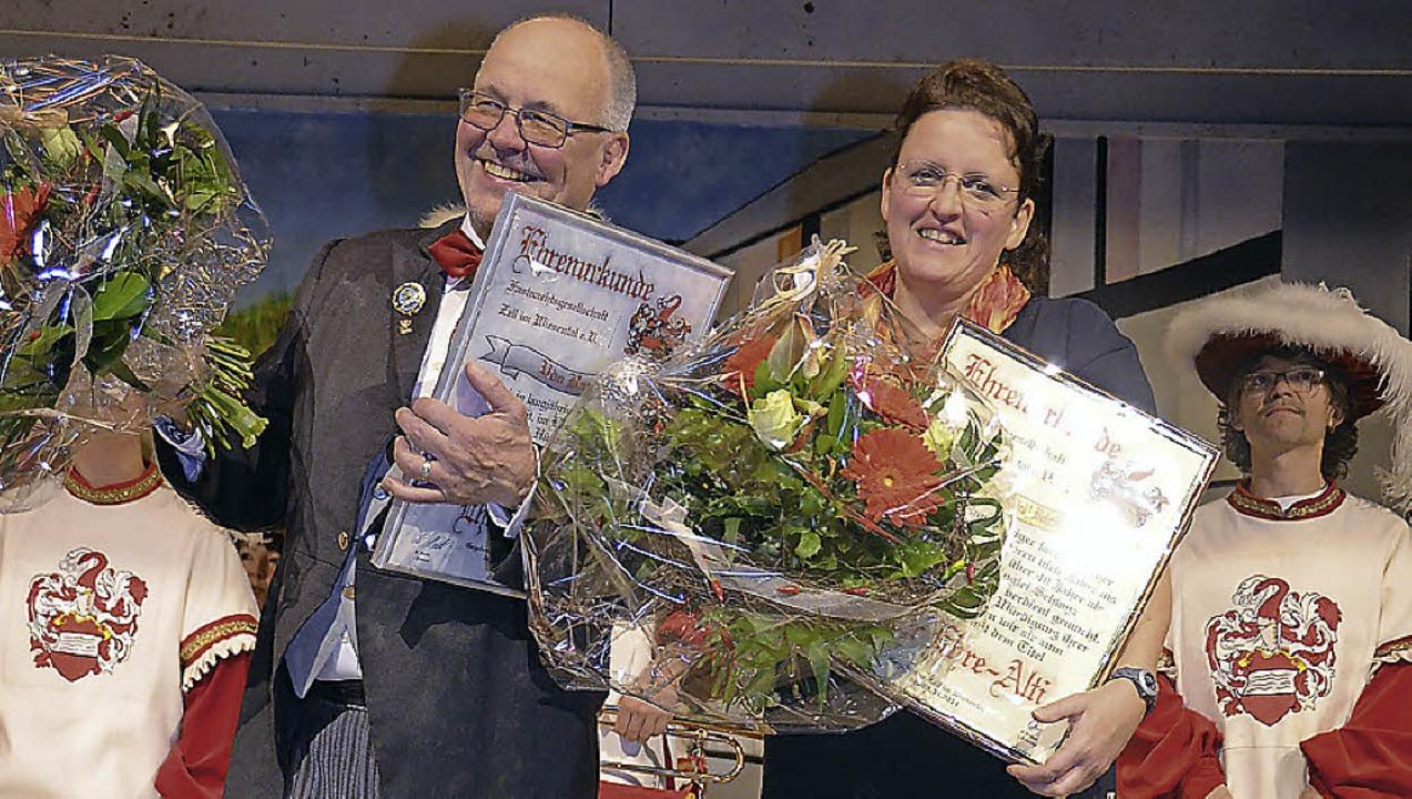 Ehrung: Das neue Ehrenmitglied Udo Bau...r in Vertretung von  Klärle Behringer.  | Foto: Silke Hartenstein