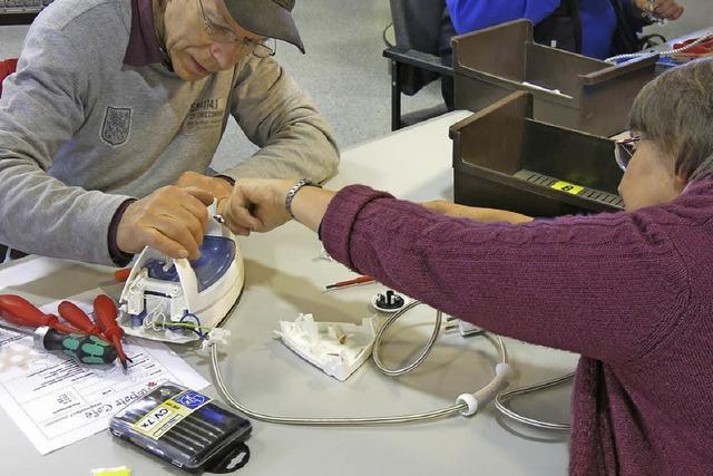 Repair-Café: Radio und Reißverschluss
