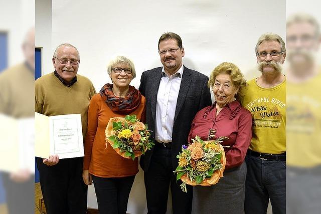Willi Born wird zum Ehrensiedler ernannt