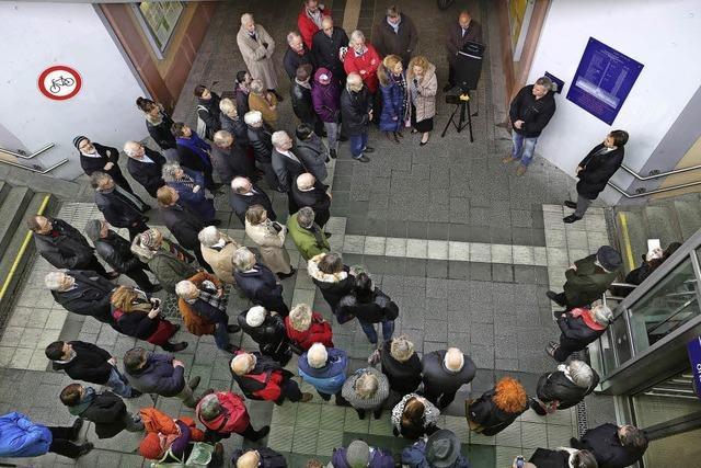 Auschwitz-Gedenktafel an prominenterem Standort eingeweiht