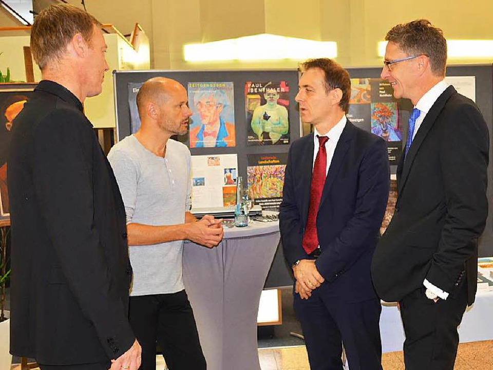 OB Jörg Lutz (2.v.re.) und Rainer Lieb...dreas Obrecht,   Ibenthaler-Stiftung.   | Foto: Wik