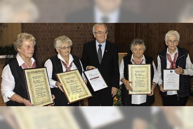 Zusammen 205 Jahre im Chor aktiv