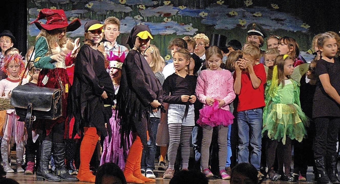 Keine Hexerei, sondern viel Probenarbe... der Inszenierung des Kindermusicals.   | Foto: Ounas-Kräusel