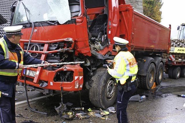 Zwei Lkw-Fahrer verletzt