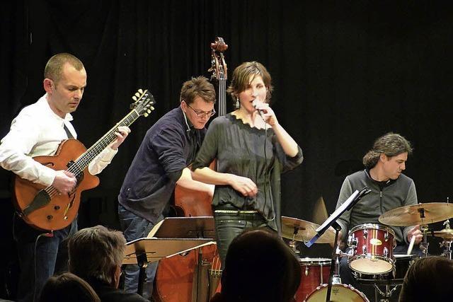 Manfred Junker mit Band und Sängerin Barbara Balzan im Jazztone in Lörrach