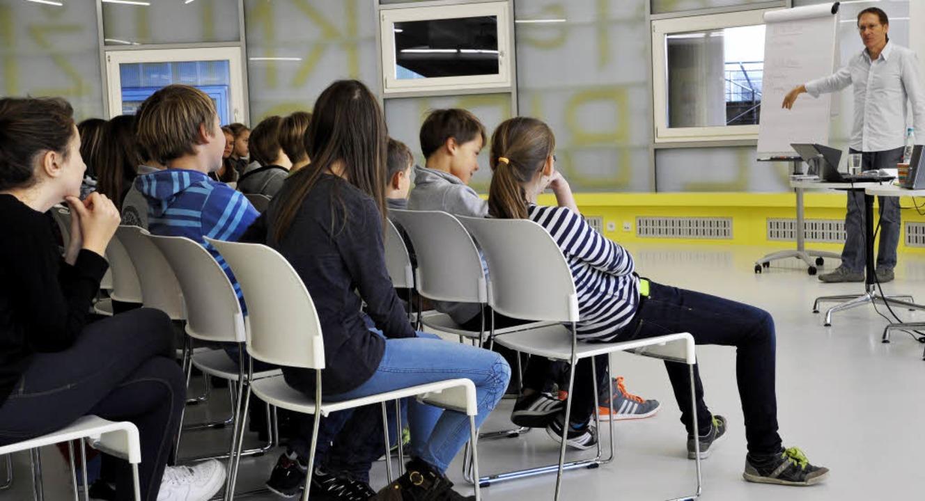 Hörspiel-Workshop mit Erhard Schmied   | Foto: ZVG