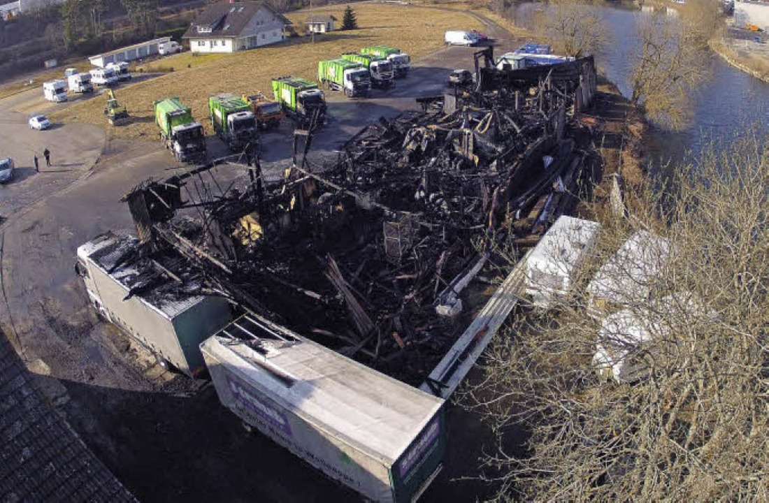 Aufnahme am Tag nach dem Feuer: Das Gebäude war komplett zerstört.  | Foto: Kamera 24