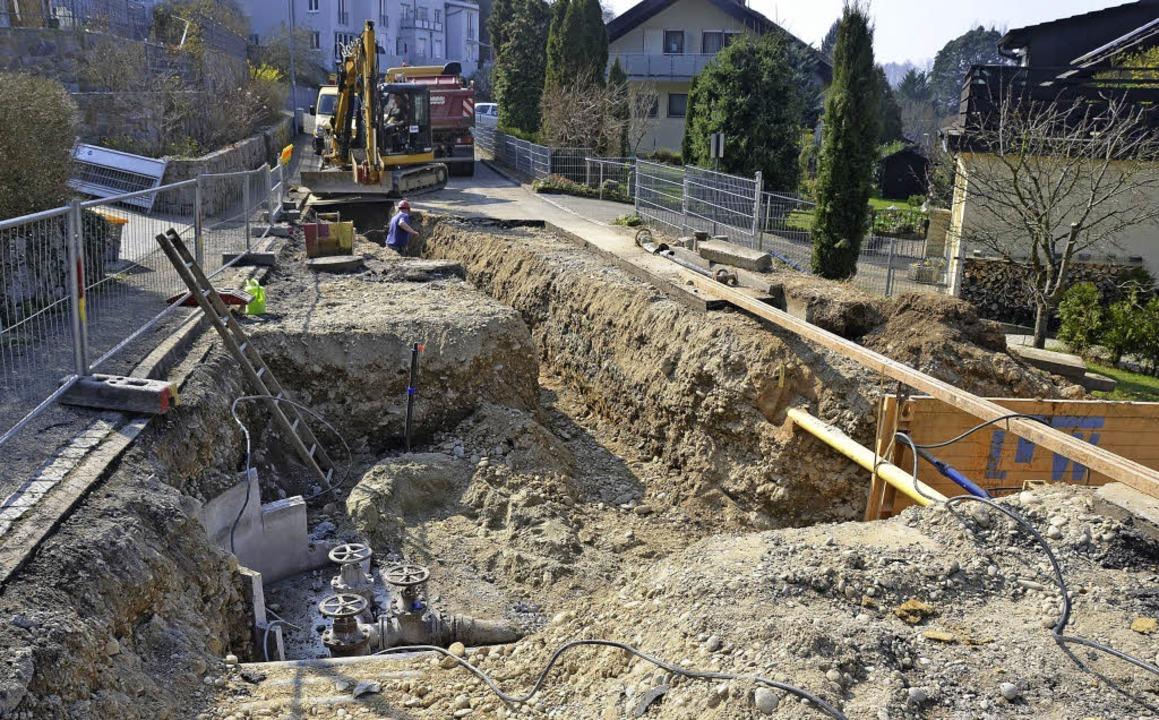 Ein Rohrbruch in gut vier Metern Tiefe...Kanderner Gemeinderat für Diskussion.   | Foto: M.  Maier