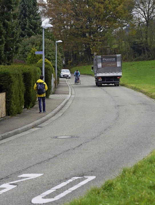 Der Gehweg im vorderen Teil der Neuhäu... Straßenseite ein Zwei-Meter-Gehweg.      Foto: Ingo Schneider