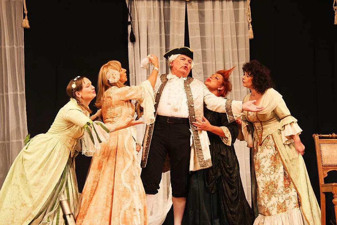 Das Theaterstück wurde mit Gesangseinlagen angereichert.  | Foto: Horst David