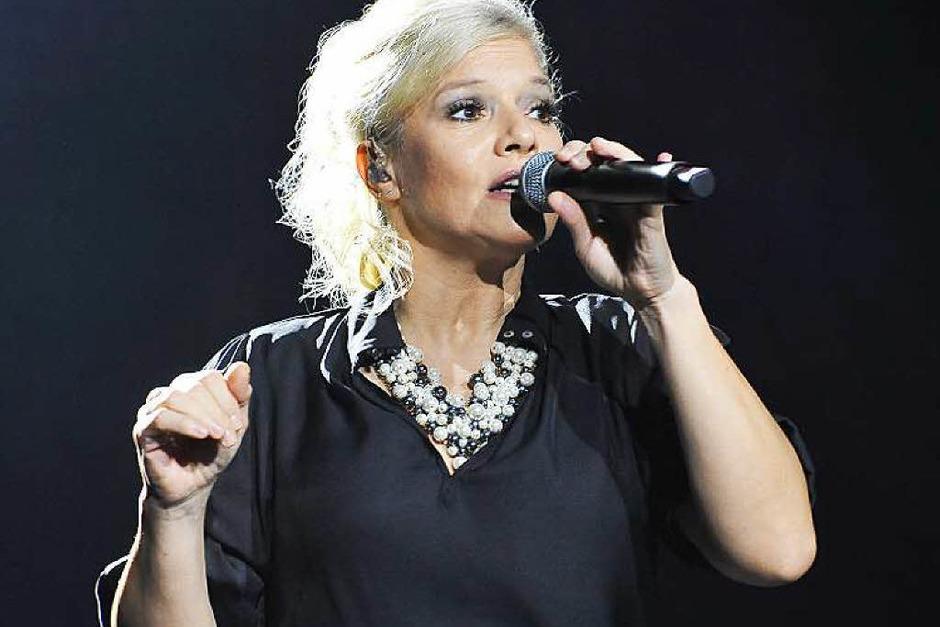 Ina Müller in ihrem Element: Zur Gesangskunst gesellt sich große Mimik (Foto: Hans-Peter Müller)