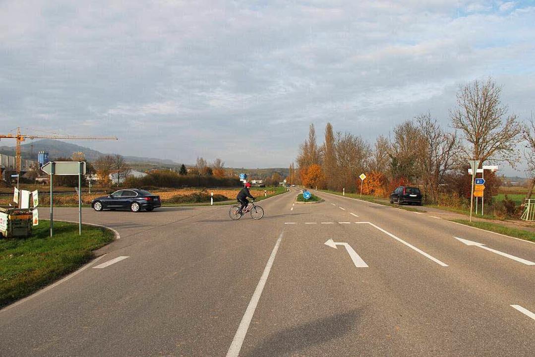 Am jetzigen Abzweig der Landesstraße 1...ebiet soll ein Kreisverkehr entstehen.  | Foto: Horst David