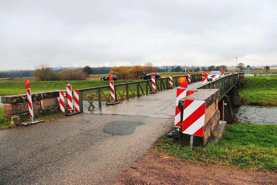 Die enge Dreisambrücke soll abgerissen werden.  | Foto: Horst David