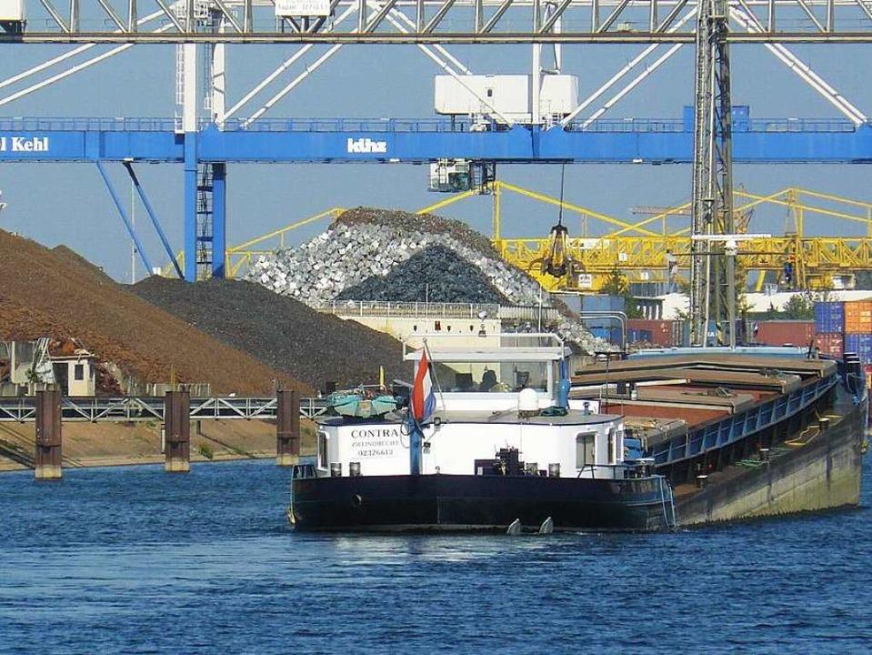 Der Rheinhafen Kehl-Straßburg gehört z...ür die Logistikbranche in der Ortenau.    Foto: hafen kehl