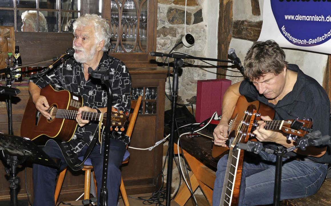 René Egles und sein Begleitmusiker Jea...uppe Kaiserstuhl-Tuniberg in Endingen.  | Foto: Hülter-hassler