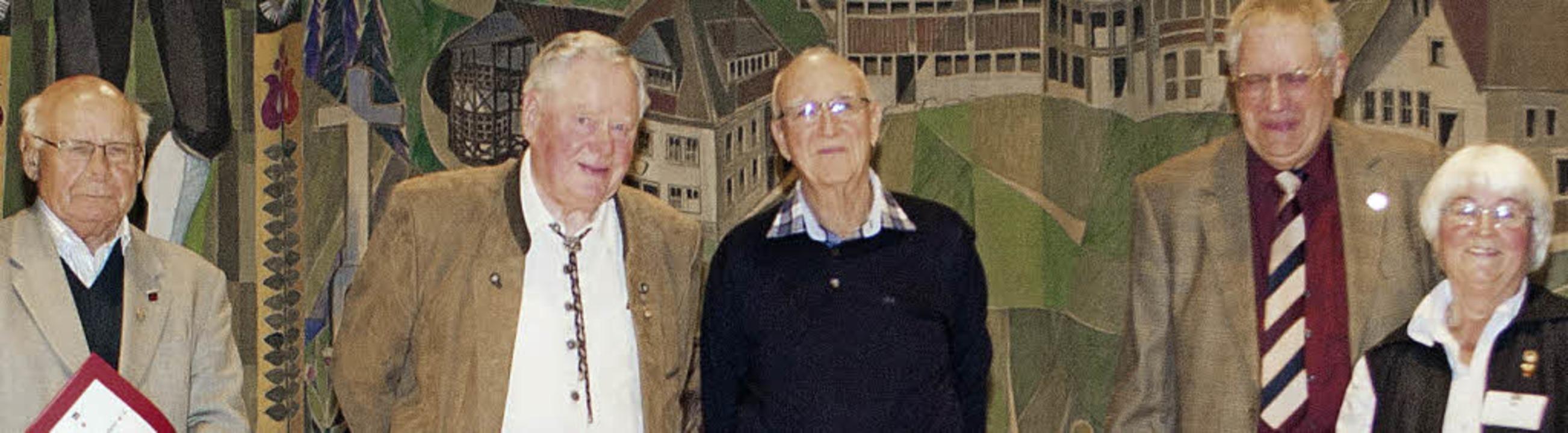 Geehrte Ehrenmitglieder (von links): W..., Herbert Wankum und Hannelore Lebtig   | Foto: Barbara Weber