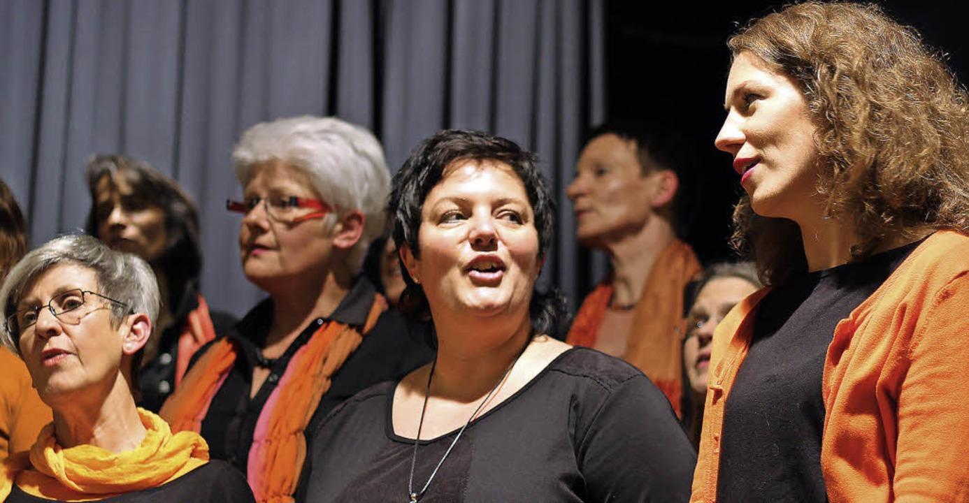 Der Chor Soulfood beim  Konzert in der Alten Halle in Haagen   | Foto: Antje Gessner