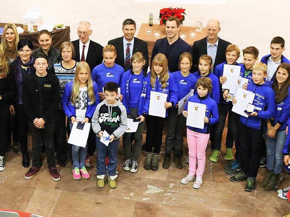 In würdigem Rahmen ehrte die Stadt Sch...im Mitbürger für besondere Leistungen.  | Foto: Hans-Jürgen Hege