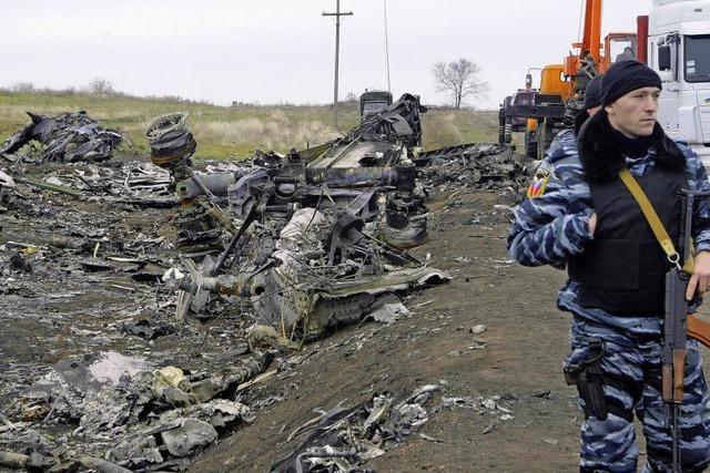Ermittler bergen in Ost-Ukraine weitere Überreste des Flugzeugs