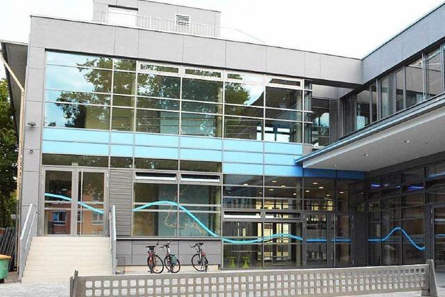Rheinschule schlägt Alarm: 8 Parkplätze für mehr als 50 Beschäftigte
