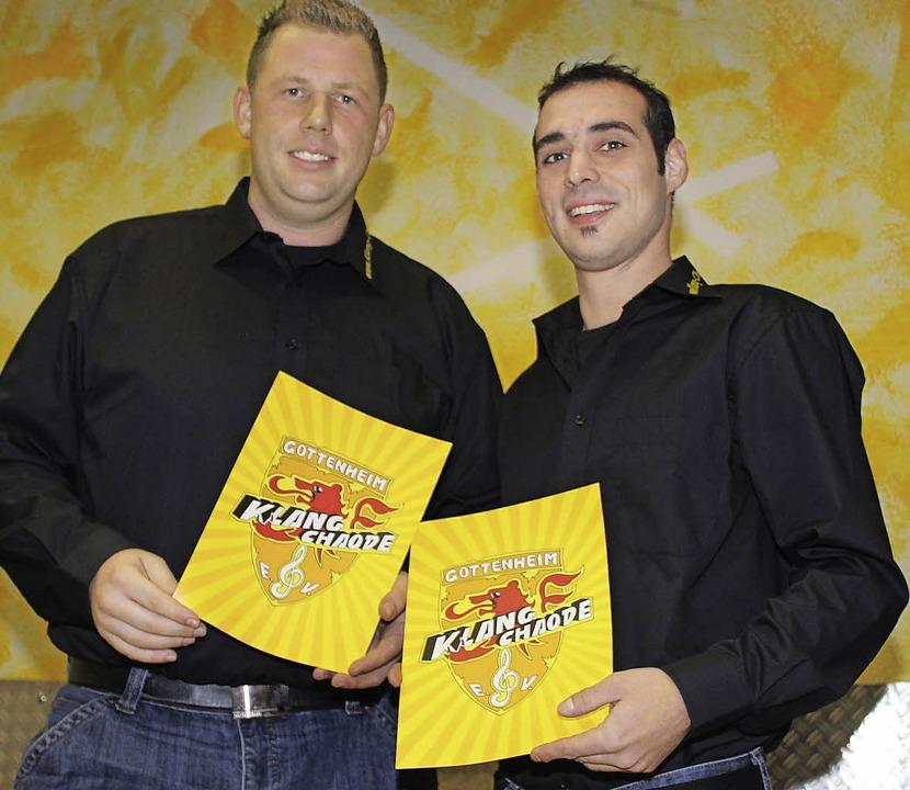 Thomas Schnell als Vorsitzender und de...alische Leiter Carsten Klotz (rechts)   | Foto: M. Schöneberg