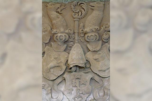 Eine alte Grabplatte mitten im Kolleg St. Blasien