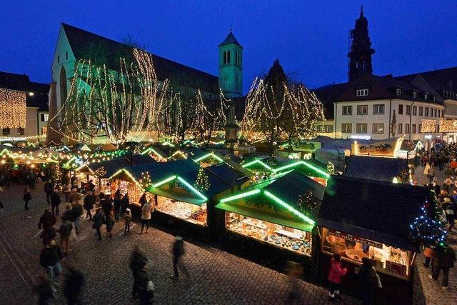 Freiburger Weihnachtsmarkt startet bei zweistelligen Temperaturen