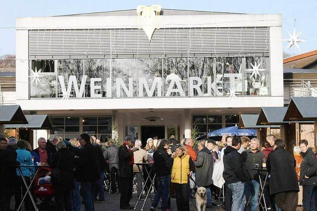 Heitere Atmosphäre beim Weinmarkt