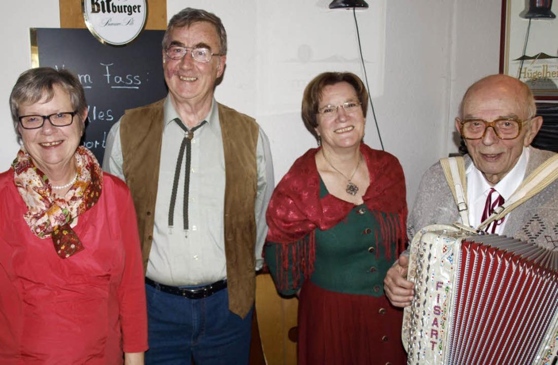 Vorsitzende Ursula Meinhard mit dem Tr...Christa Heimann-Buß und Werner Wißner.  | Foto: Schleer