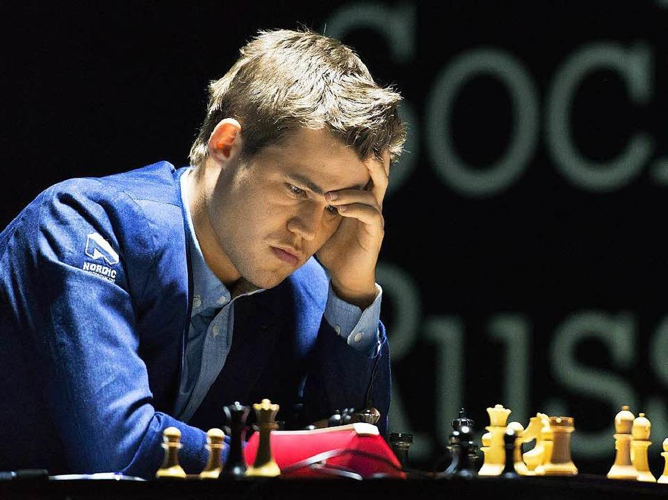 Magnus Carlsen leistete sich einen Patzer.  | Foto: dpa