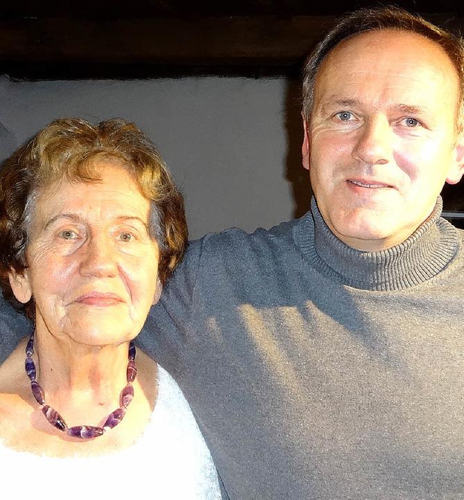 Relinda und Gerold Schmidt im Hebelhau...tersproch-Gsellschaft Gruppe Wiesetal   | Foto: Brust