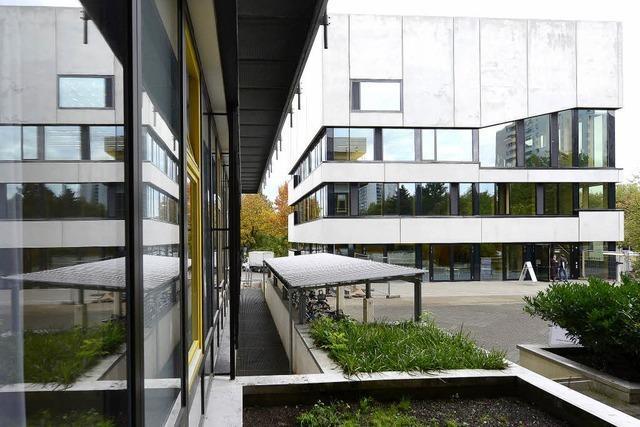 Der Rektor der Evangelischen Hochschule Freiburg geht