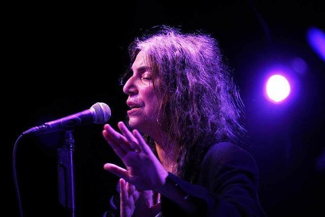 Patti Smith & Her Band zelebrieren im Burghof Lörrach das