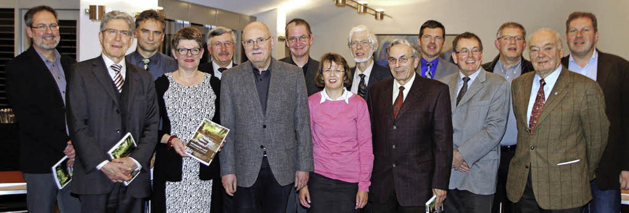 Autoren, Sponsoren und Herausgeber des...r Präsentation des druckfrischen Werks  | Foto: HEIDI FÖSSEL