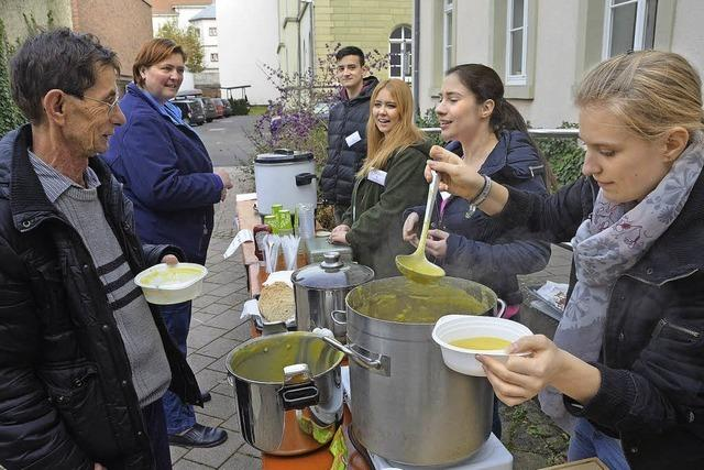 Suppe und Holunderpunsch