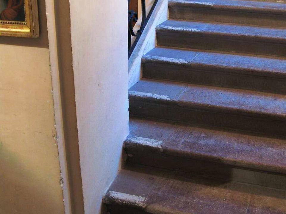 Die Markierungen auf der Treppe im Sch...bnet sollten im Dunkeln den Weg weisen  | Foto: Carola Schark