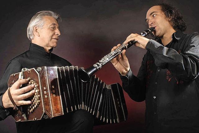 Das Orchester rollt den roten Teppich für den Tango aus
