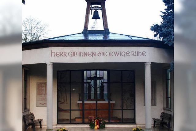Ehrenmal, Gräber und Kapelle