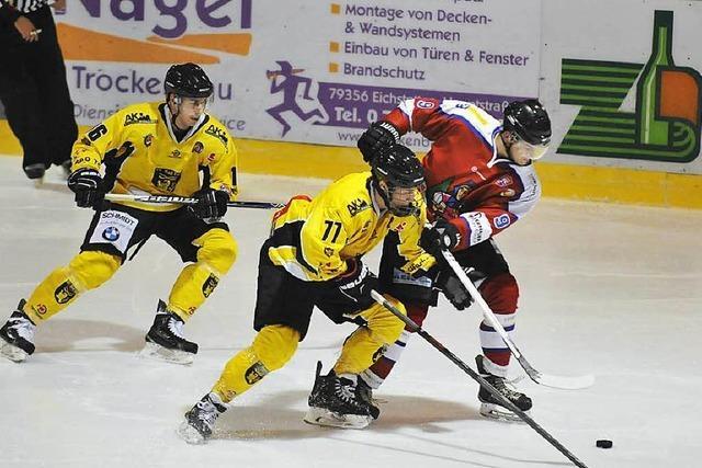 Der EHC Freiburg schlägt die Tölzer Löwen mit 6:0