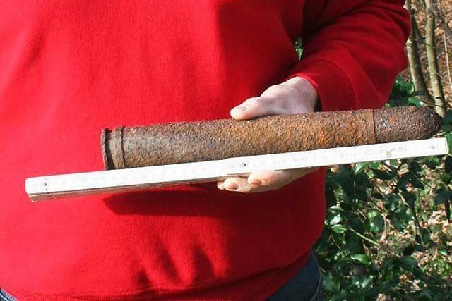 Mann sucht nach Moos und findet scharfe Granate im Wald