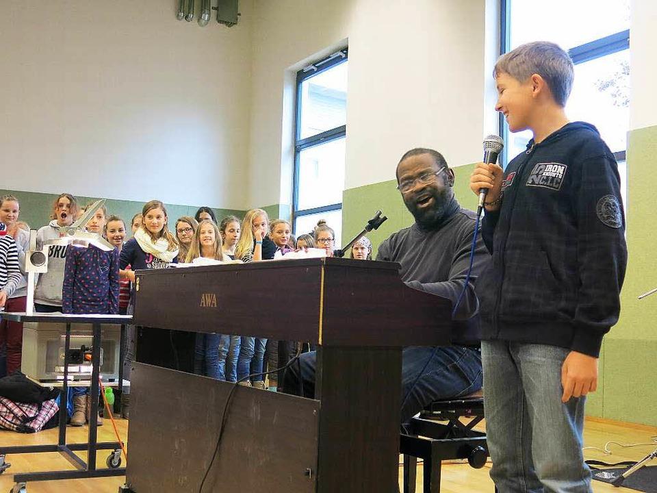 Gemeinsam mit dem bekannten Gospelsäng...cher Realschule auf ihre Konzerte vor.  | Foto: Claudia Müller