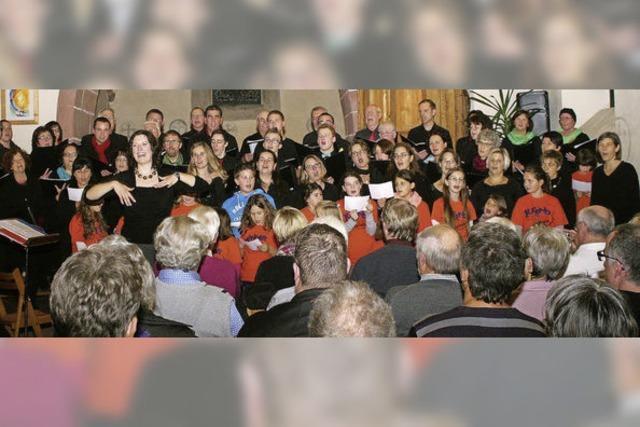 Chöre und Besucher singen gemeinsam