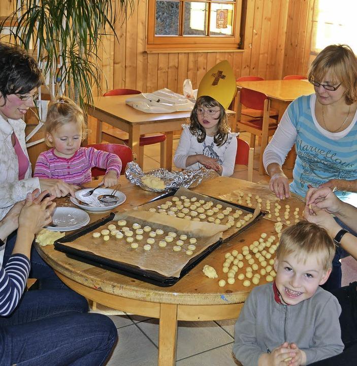 Die Freude beim Sprachheilkindergarten...Einrichtung gewinnt den ersten Preis.   | Foto: Archivbild Advent 2013: Liane Schilling