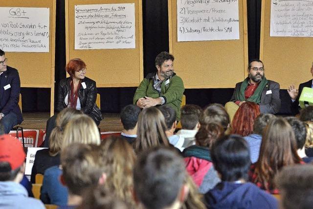 Schüler nahmen Landespolitiker auf einer Tagung ins Kreuzverhör