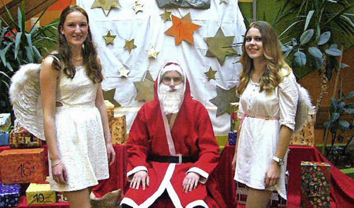Der Nikolaus mit Engeln war ein belieb...entsbasar  des Breisacher Gymnasiums.     Foto: Privat