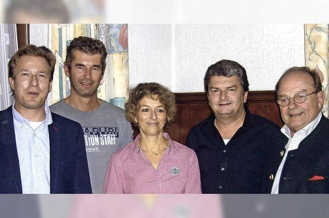 Eine Spende Franz Burdas hilft der Ski-Jugend