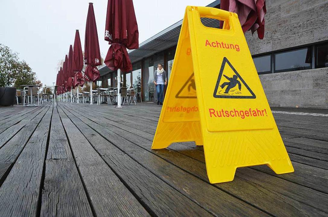 Ein Schild macht die Gäste auf die Rut...r dem Restaurant Delcanto aufmerksam.   | Foto: Max Schuler