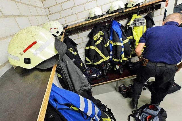 Kurioses von der Feuerwehr: Mauerbau wegen