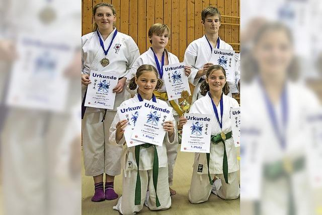 Medaillenflut für Karateka